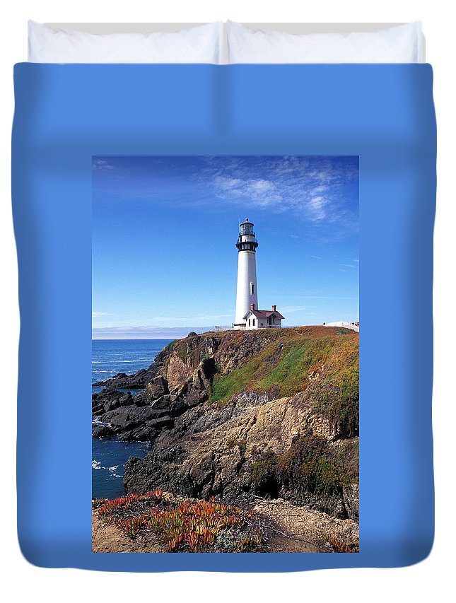 Lighthouse Photographs Duvet Cover featuring the photograph Pigeon Point Lighthouse by Kathy Yates