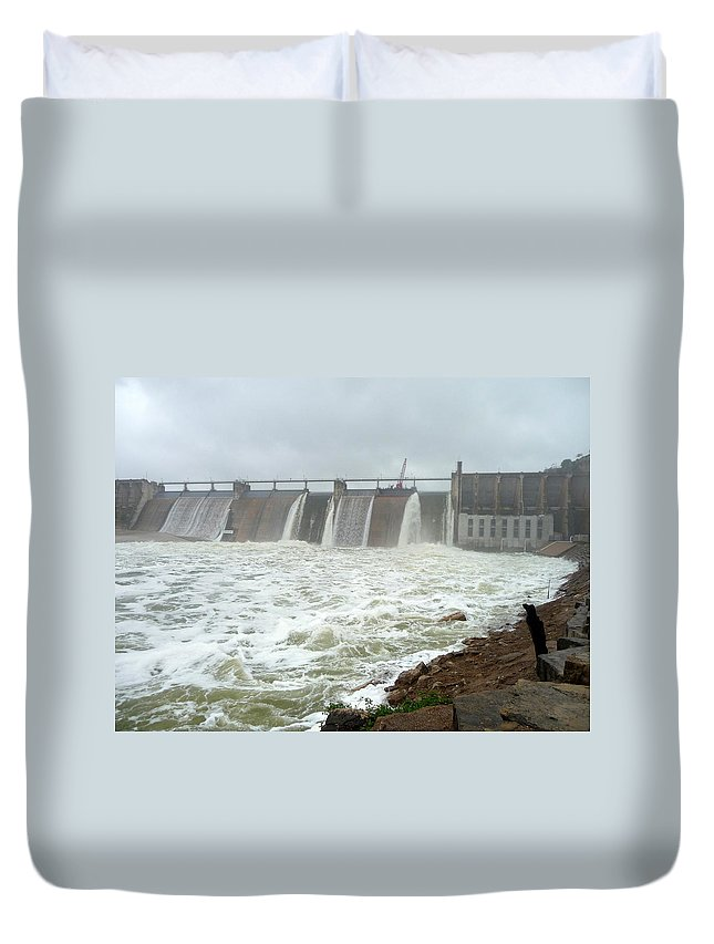 Lake Duvet Cover featuring the photograph Pk Dam by Jackie Austin