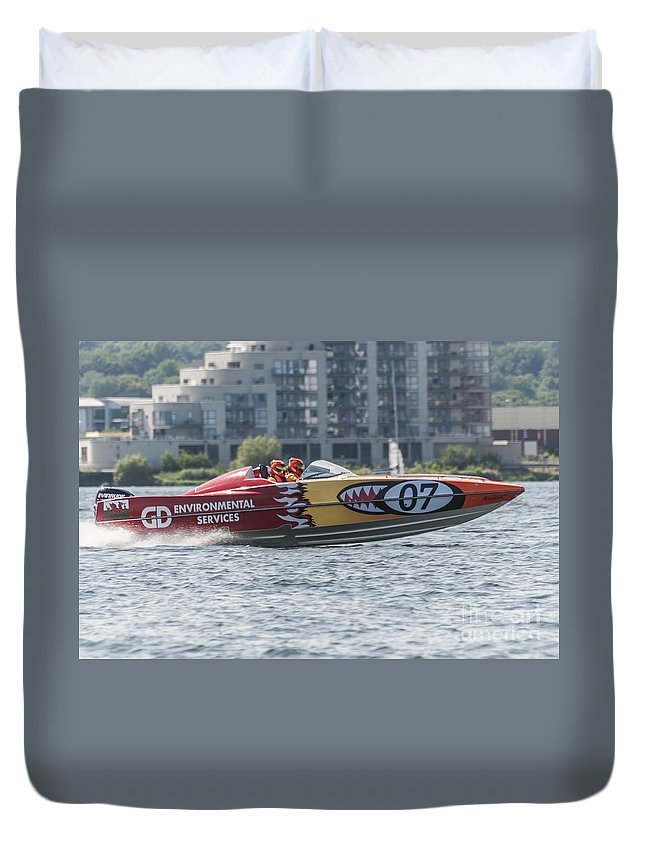 P1 Powerboating Duvet Cover featuring the photograph Powerboat 3 by Steve Purnell