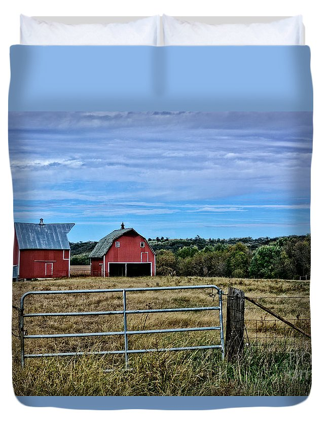 South Dakota Duvet Cover featuring the photograph Prairie Barn And Pasture by M Dale