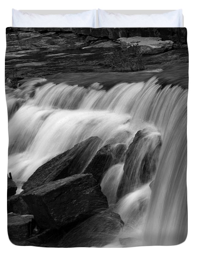 Waterfall Duvet Cover featuring the photograph Prairie Falls by Pamela Peters