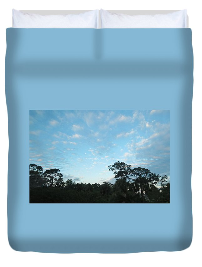 Landscape Duvet Cover featuring the photograph Projecting Into Heaven by Fortunate Findings Shirley Dickerson