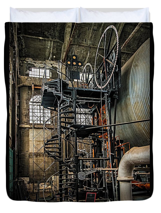 Quincy Duvet Cover featuring the photograph Quincy Mine Hoist by Paul Freidlund