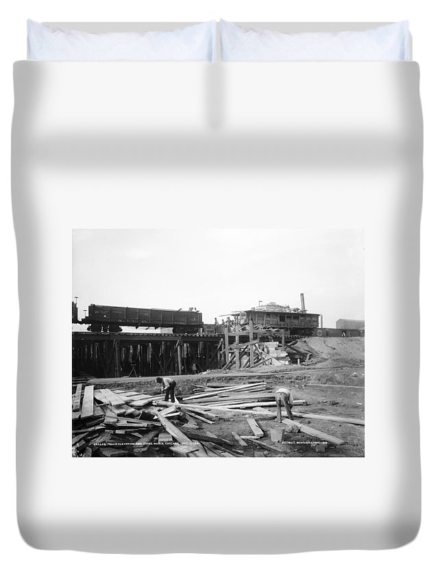 1901 Duvet Cover featuring the photograph Railroad Workers, 1901 by Granger
