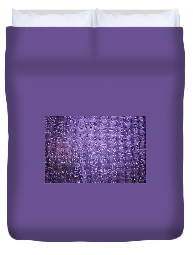 Linda Brody Duvet Cover featuring the photograph Raindrops On Window II by Linda Brody