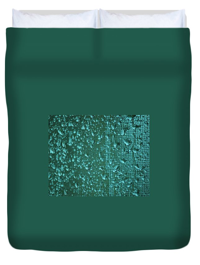 Linda Brody Duvet Cover featuring the photograph Raindrops On Window Iv by Linda Brody