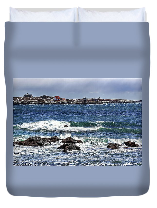 Maine Duvet Cover featuring the photograph Ram Island Lighthouse by Brenda Giasson