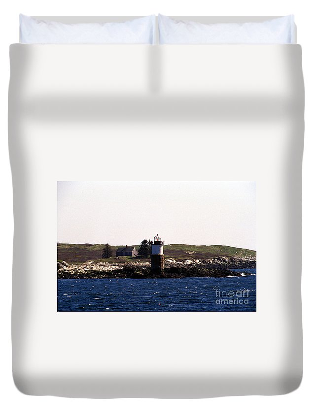 Lighthouses Duvet Cover featuring the photograph Ram Island Lighthouse In Maine by Skip Willits