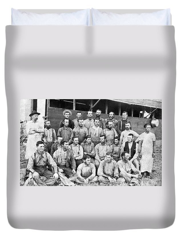 1885 Duvet Cover featuring the photograph Ranch Cowboys Portrait by Underwood Archives