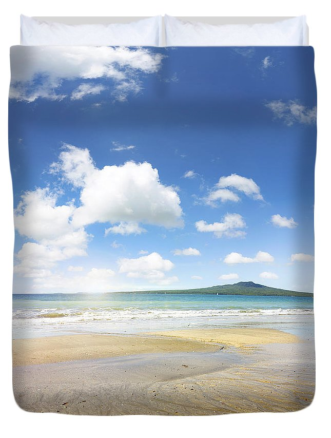 Beauty In Nature Duvet Cover featuring the photograph Rangitoto Island by Les Cunliffe