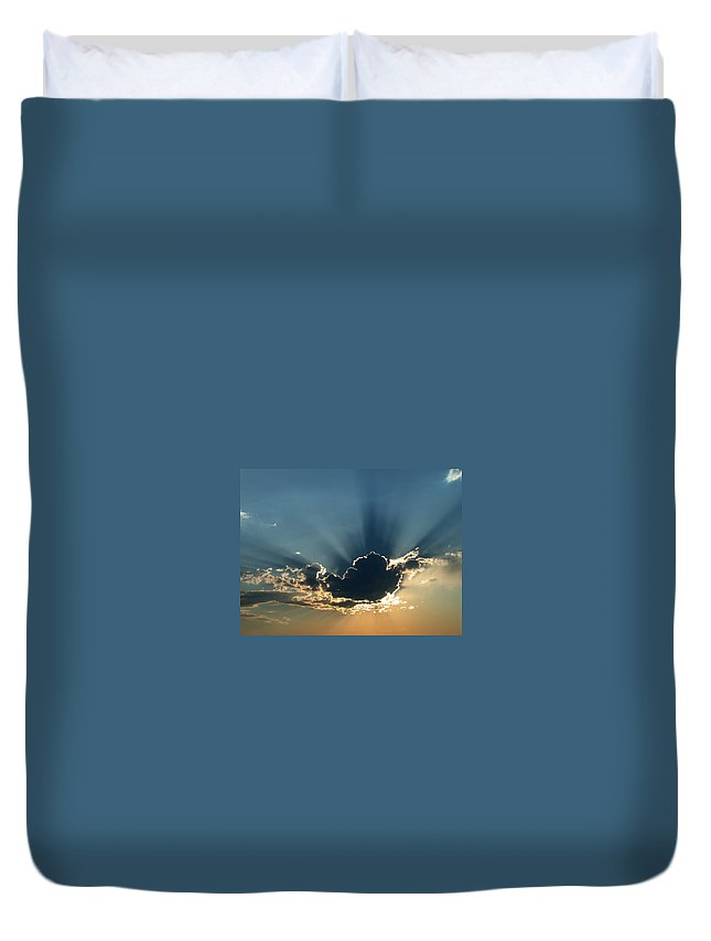 Sunrays Duvet Cover featuring the photograph Rays Of Light by Shane Bechler