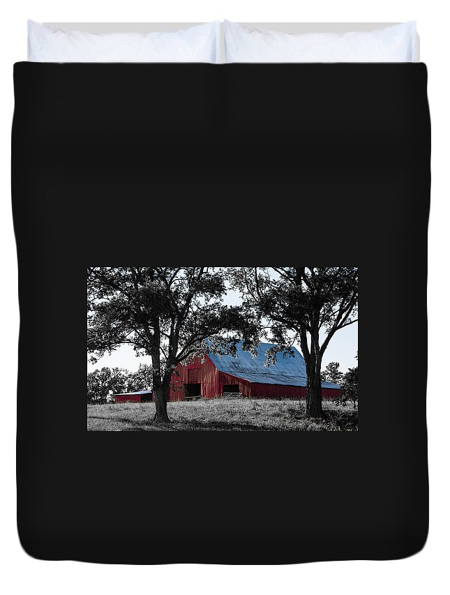 Tennessee Duvet Cover featuring the photograph Red Barn 2 by Debbie Karnes