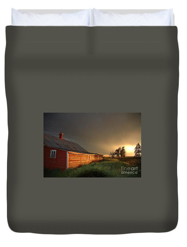 Barn Duvet Cover featuring the photograph Red Barn At Sundown by Jerry McElroy
