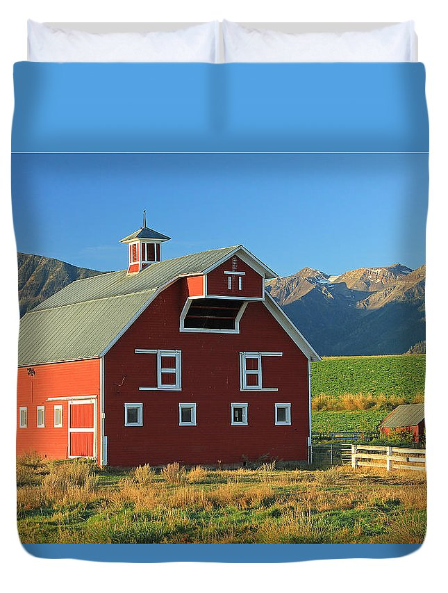 Fall Colors Duvet Cover featuring the photograph Dn5939-red Barn In The Wallowas by Ed Cooper Photography