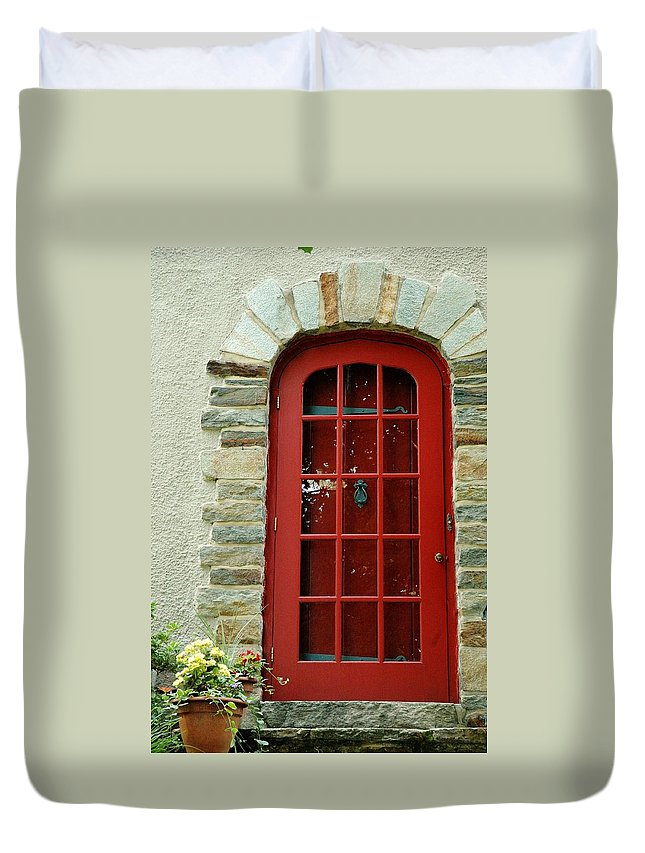 Red Door Duvet Cover featuring the photograph Red Door In Baltimore by Linda Covino