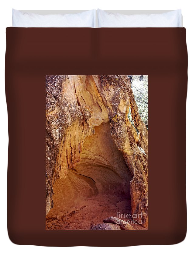 Cave Spring Trail Needles District Canyonlands National Park Utah Parks Cave Caves Red Rock Trails Duvet Cover featuring the photograph Red Rock Cave by Bob Phillips