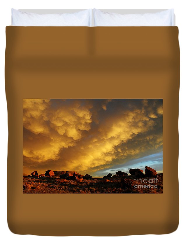 Red Rock Coulee Duvet Cover featuring the photograph Red Rock Coulee Sunset by Vivian Christopher