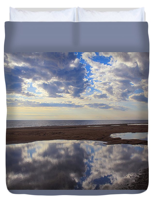 Reflecting Pool Duvet Cover featuring the photograph Reflecting Pool by Rachel Cohen