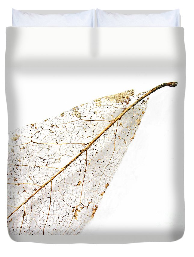 Leaf Duvet Cover featuring the photograph Remnant Leaf by Ann Horn