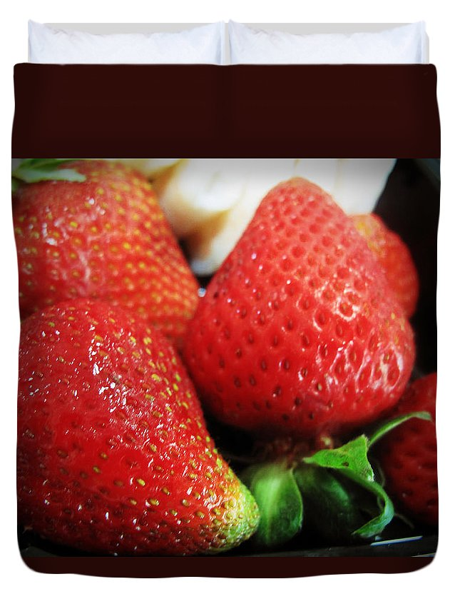 Fruit Duvet Cover featuring the photograph Ripe And Juicy by Barbara McDevitt