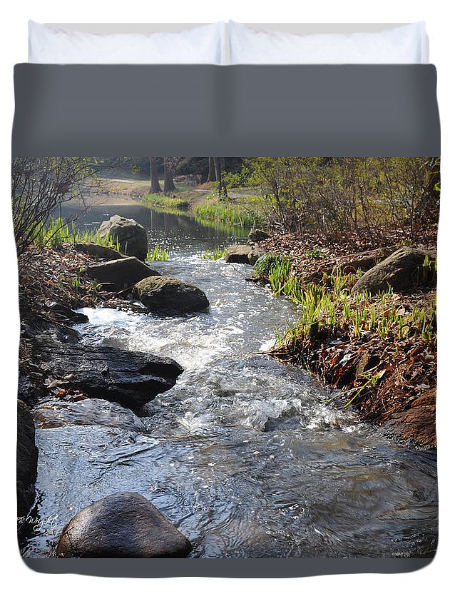 Feature Art Duvet Cover featuring the photograph Rippleing Stream by Paulette B Wright