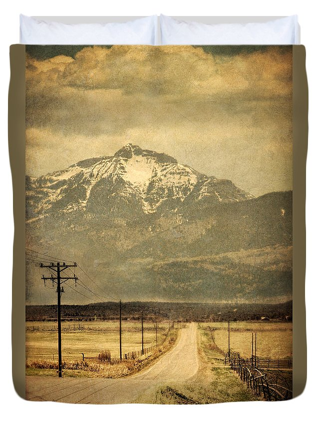 Road Duvet Cover featuring the photograph Road To The Mountains by Jill Battaglia