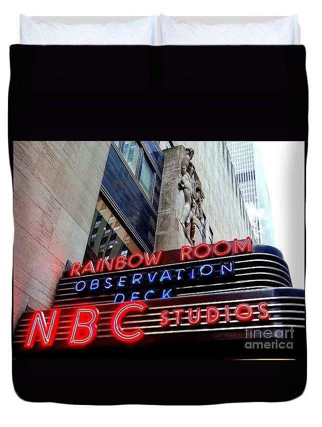 Rockefeller Center Duvet Cover featuring the photograph Rockefeller Center by Ed Weidman