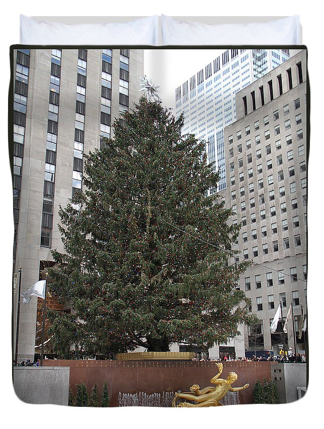 Rockefeller Christmas Tree Plaza New York City Duvet Cover featuring the photograph Rockefeller Christmas Tree by Alice Gipson