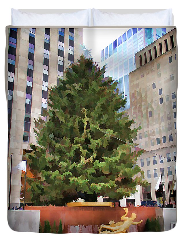 Rockefeller Plaza Tree Christmas New York City Duvet Cover featuring the photograph Rockefeller Tree by Alice Gipson