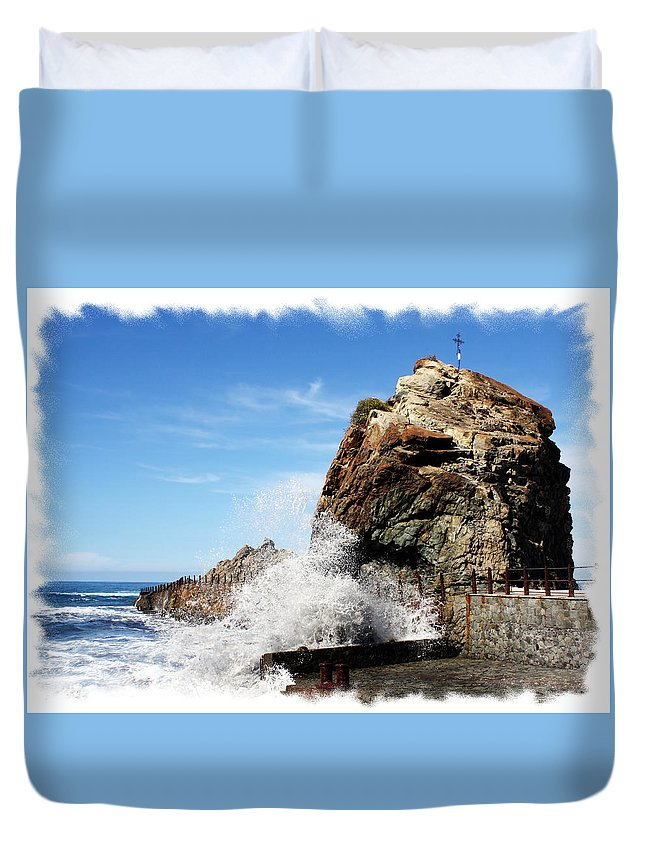 Europe Duvet Cover featuring the photograph Roque De Las Bodegas by Ha Ko