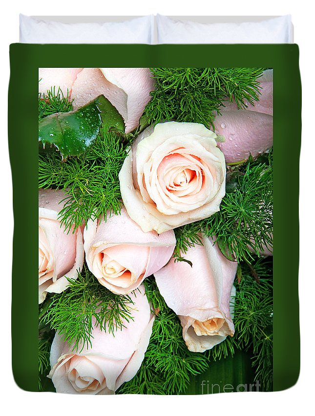 Flowers Duvet Cover featuring the photograph Roses Bouquet by Luis Alvarenga