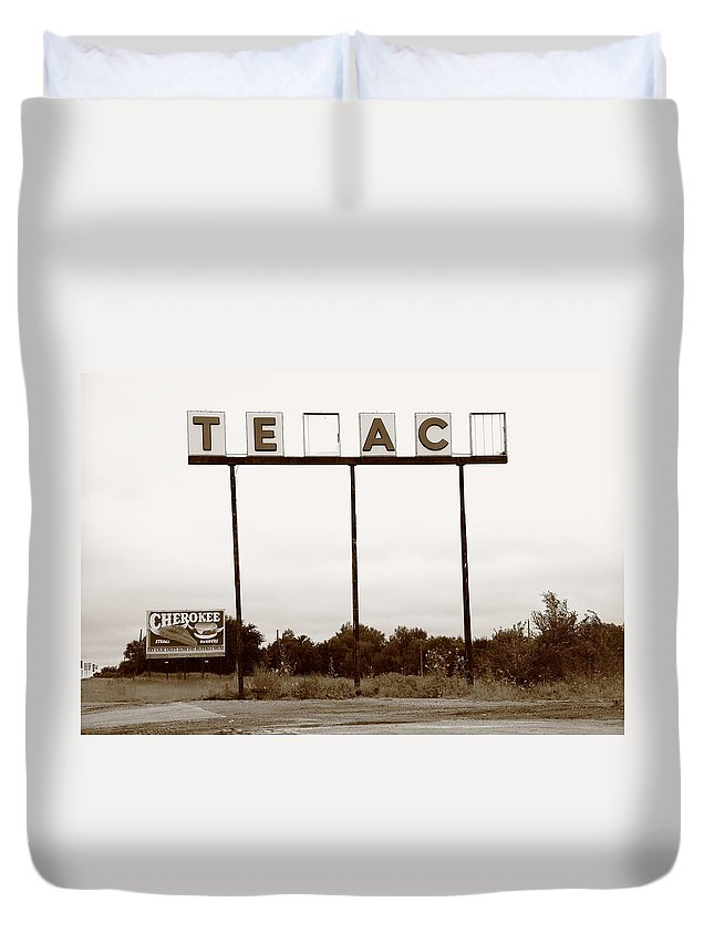 66 Duvet Cover featuring the photograph Route 66 - Abandoned Texaco Station by Frank Romeo