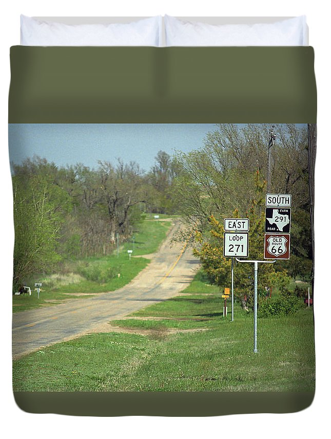66 Duvet Cover featuring the photograph Route 66 - Alanreed Texas by Frank Romeo