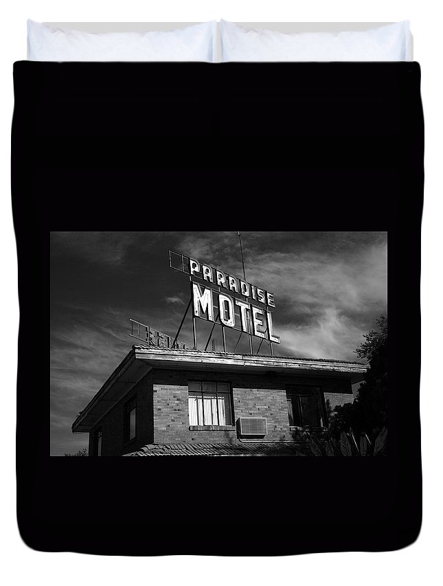 66 Duvet Cover featuring the photograph Route 66 - Paradise Motel 2 by Frank Romeo
