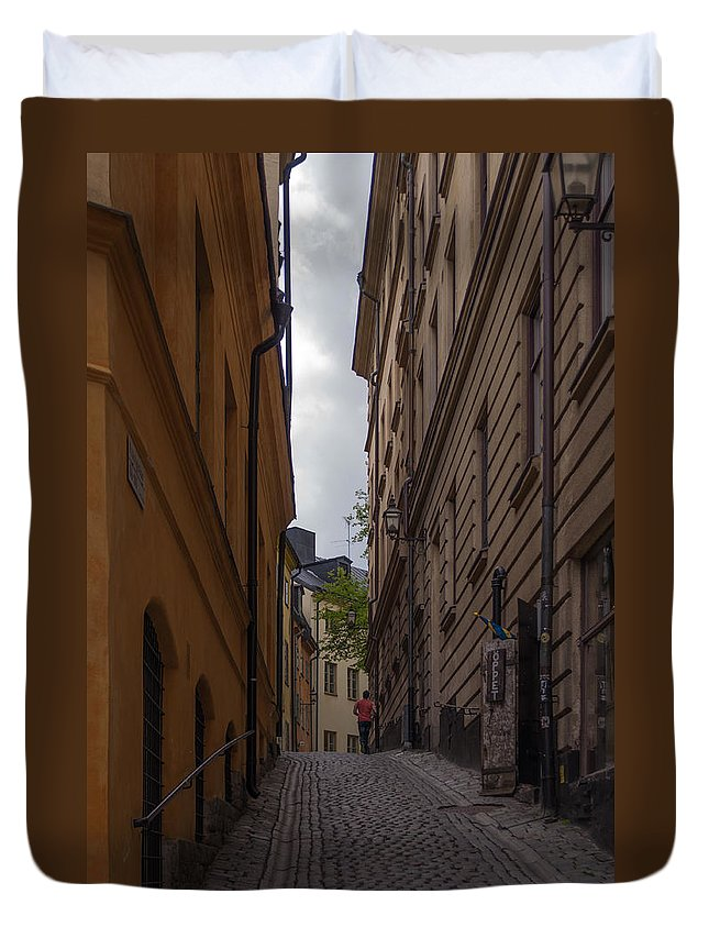 Architecture Duvet Cover featuring the photograph Running Up The Lane by Jill Mitchell