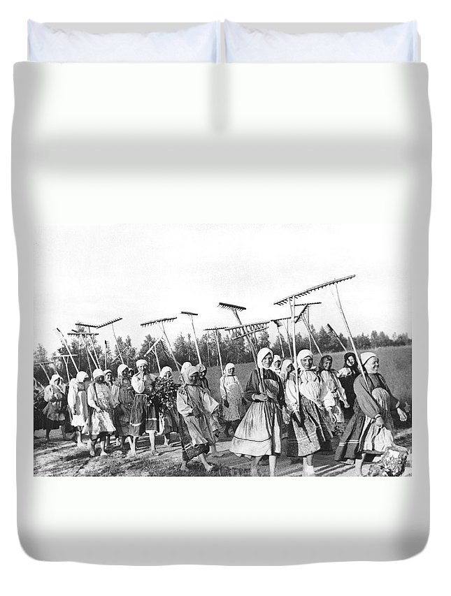 1940s Duvet Cover featuring the photograph Russian Women Go To The Fields by Underwood Archives