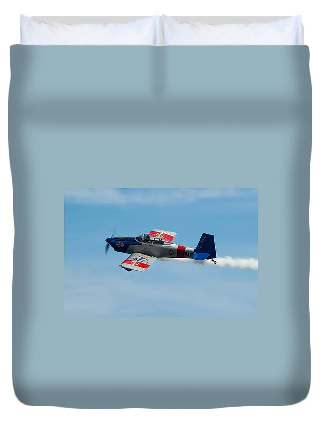 Rv-8 Duvet Cover featuring the photograph Rv8tors Flyby Wave by Scott Lyons