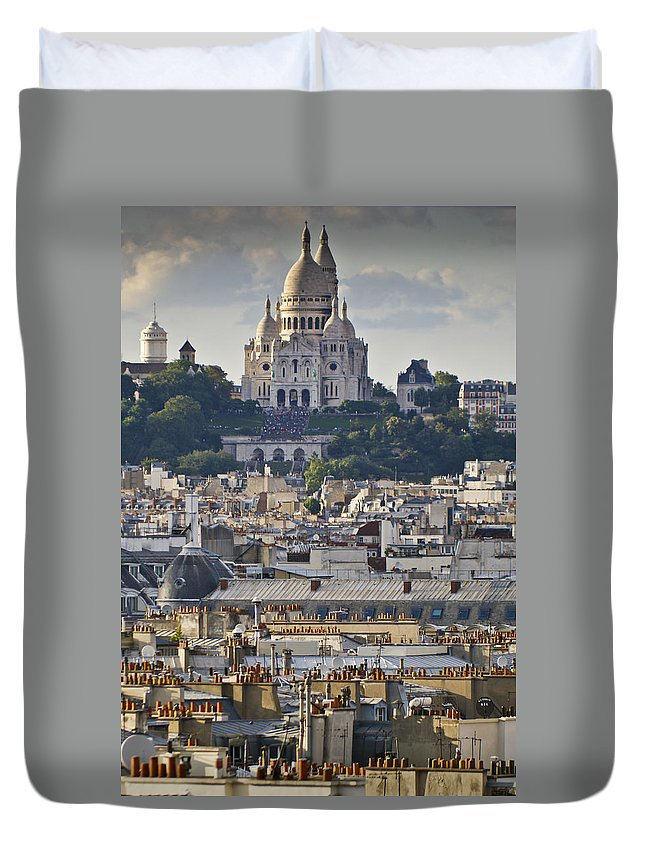 Sacre Coeur Duvet Cover featuring the photograph Sacre Coeur Over Rooftops by Gary Eason