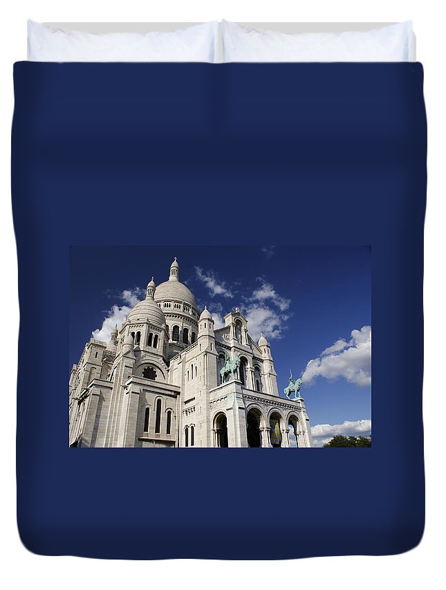 Sacre Coeur Duvet Cover featuring the photograph Sacre Coeur Paris by Gary Eason