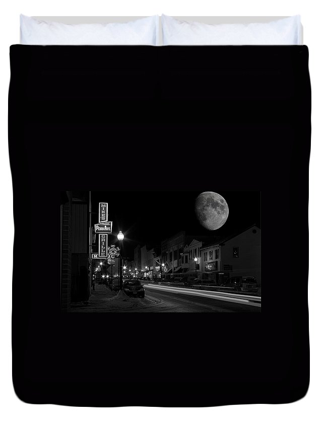 Winter Duvet Cover featuring the photograph Salem Ohio Winter Moon by David Dufresne