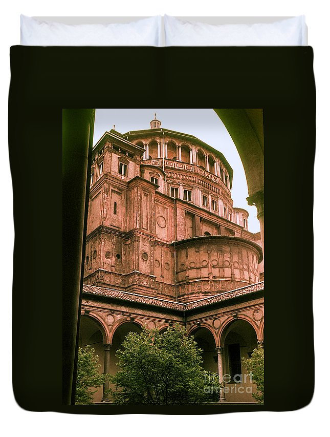 Aanta Maria Delle Grazie Milan Churches Building Buildings Church Structure Structures Architecture City Cities Cityscape Cityscapes Italy Duvet Cover featuring the photograph Santa Maria Delle Grazie by Bob Phillips