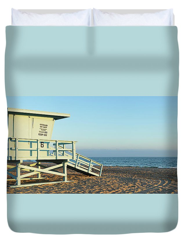 Water's Edge Duvet Cover featuring the photograph Santa Monica Lifeguard Station by S. Greg Panosian