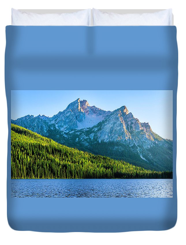 Scenics Duvet Cover featuring the photograph Sawtooth Mountains And Stanley Lake by Dszc