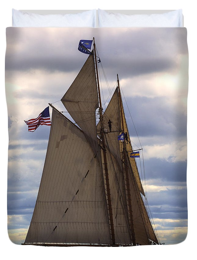 Atlantic Duvet Cover featuring the photograph Schooner Virginia by Joe Geraci