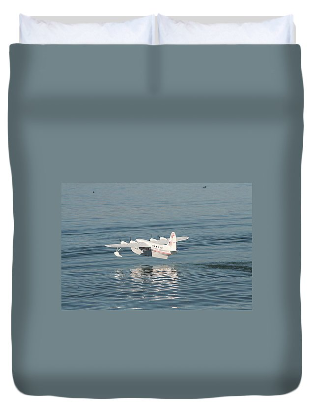 Boeing Duvet Cover featuring the photograph Seaplane Liftoff by David S Reynolds