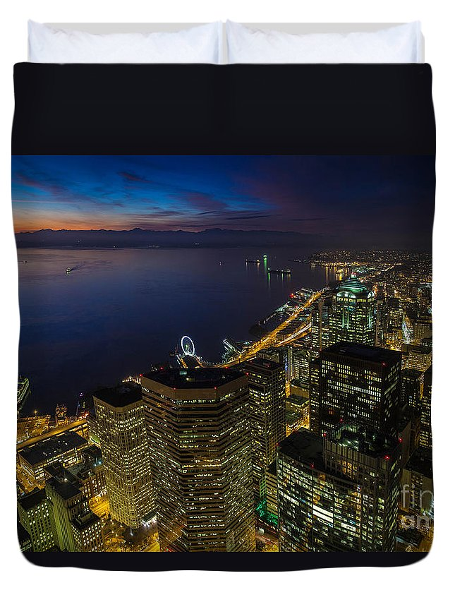 Seattle Duvet Cover featuring the photograph Seattle Dusk Colors by Mike Reid