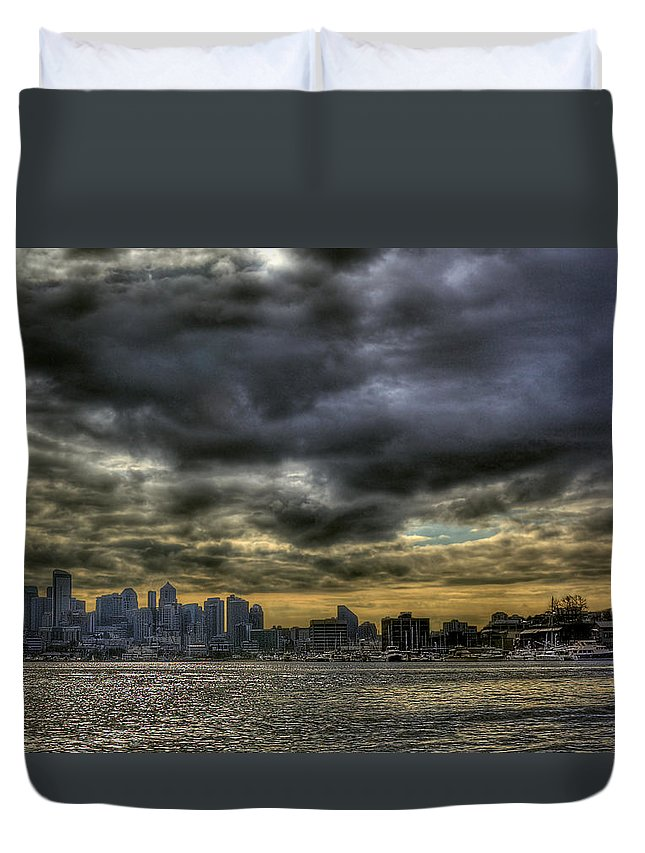 Seattle Skyline Duvet Cover featuring the photograph Seattle Skyline by David Patterson