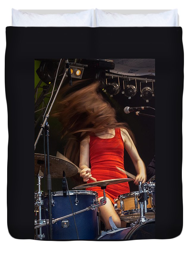 Kathrin Leblanc Duvet Cover featuring the photograph Shakin' All Over by Jurgen Lorenzen