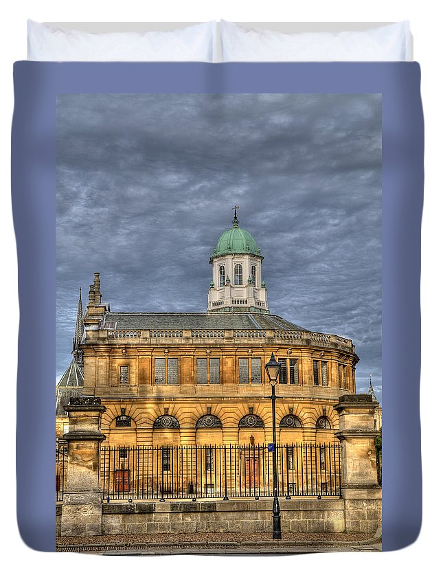 Sheldonian Duvet Cover featuring the photograph Sheldonian Theatre by Mick House
