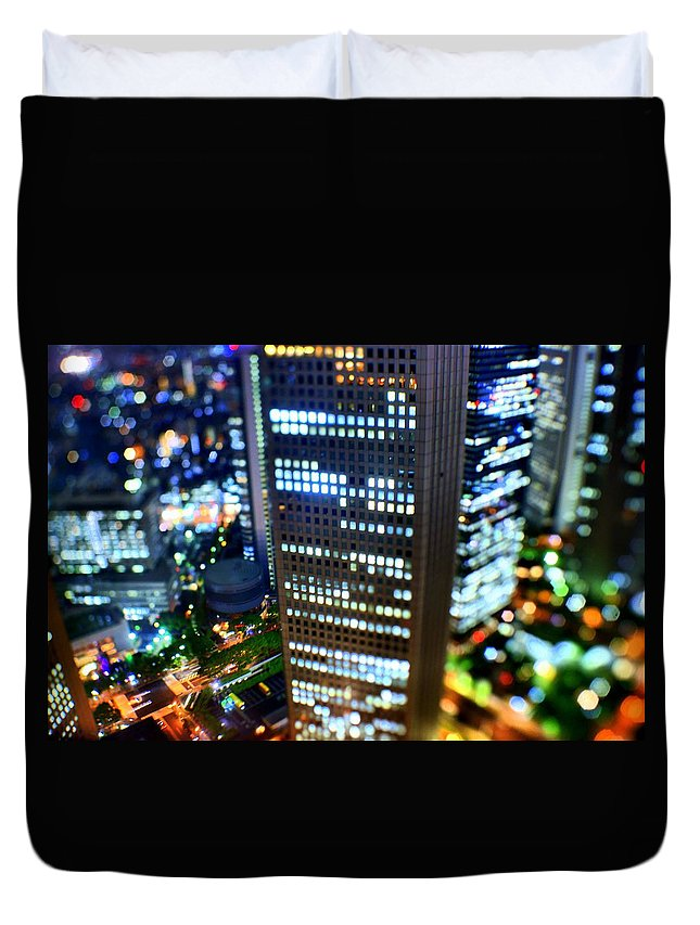 Built Structure Duvet Cover featuring the photograph Shinjuku by Takashi Kitajima